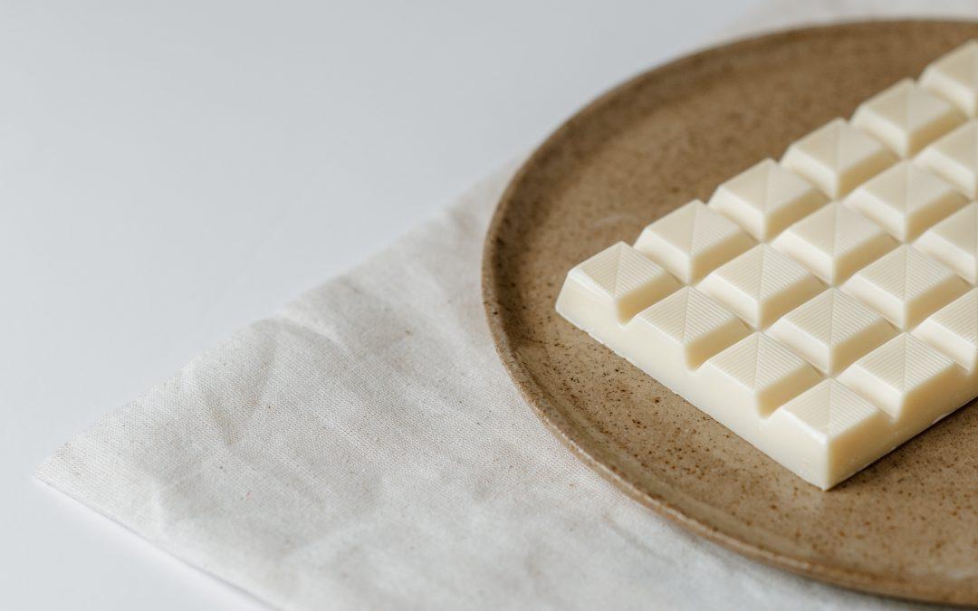 Glutenvrije witte chocolade cheescake met whiskey siroop